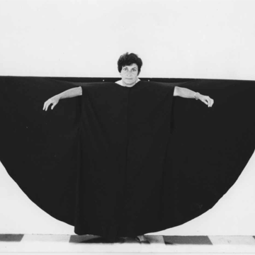 Martha Araújo (Brazilian, b. 1943), Hábito/Habitante (Habit/inhabitant), 1985 Documentation of performance: four black-and-white photographs. 6 7/8 × 8 7/8 in. each. Collection of Martha Araújo; courtesy of Galeria Jaqueline Martins. ©the artist. Documentación de rendimiento: cuatro fotografías en blanco y negro. 17.46 × 22.5425 cm. cada uno. Colección de Martha Araújo; cortesía de Galeria Jaqueline Martins. © el artista.
